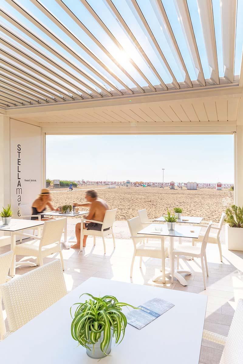 Pergola-bioclimatica-hotel-caorle-More-Space-img-sx