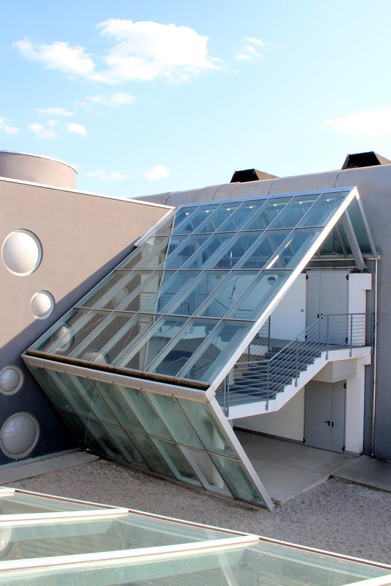 Vetrata-design-su-misura-scuola-privata-More-Space-img-intro
